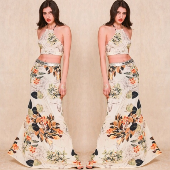 e25dbccaf70 🎉2X HOST PIC🎉FLORAL CROP TOP MAXI SKIRT BOHO SET